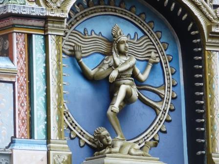 Spannungsfeld Yoga und Religion